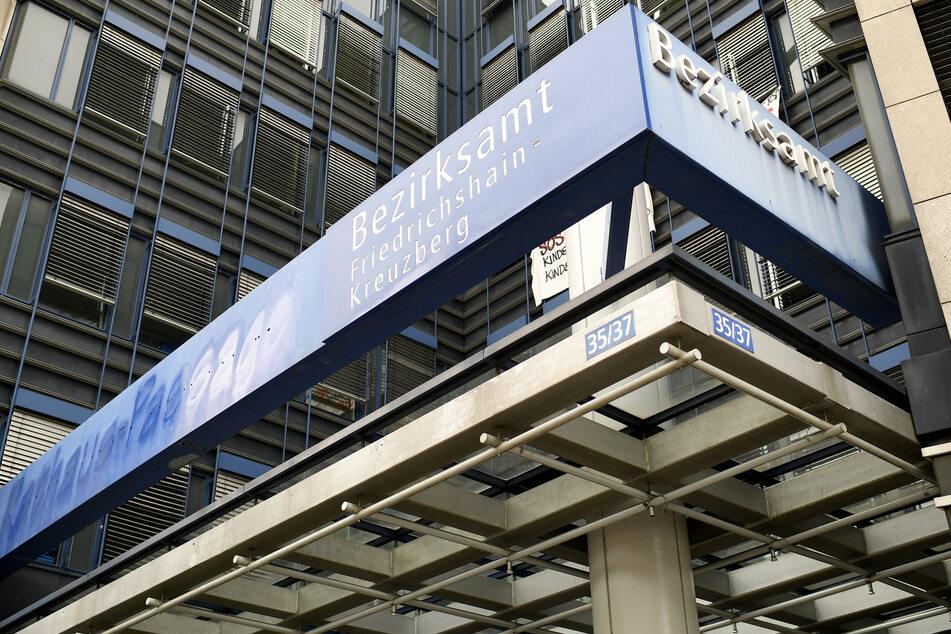 Das Verwaltungsgericht hat einem Eilantrag gegen das Bezirksamt Friedrichshain-Kreuzberg stattgegeben.
