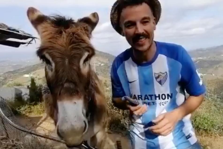 Ismael Fernández und sein Esel Baldomera sind wieder glücklich vereint.