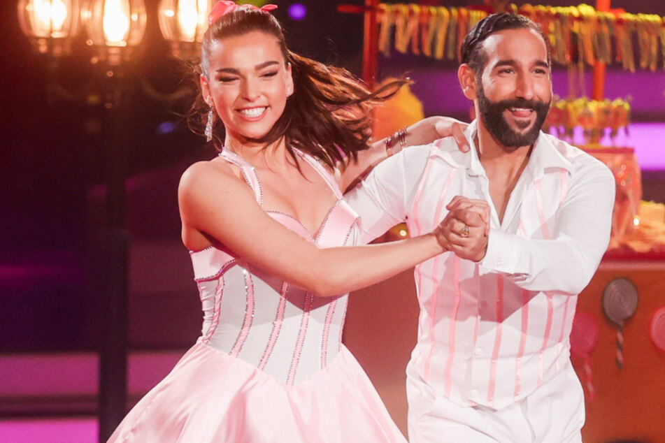 """Lili Paul-Roncalli (21), Artistin, und Massimo Sinato, Profitänzer, haben die """"Let's Dance""""-Staffel von 2020 gewonnen."""