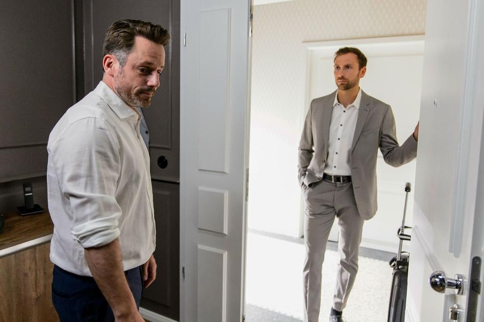 Justus (l.) versteht nicht, weshalb sein Kumpel Bastian nicht gegen seinen Vater Georg ausgesagt hat.