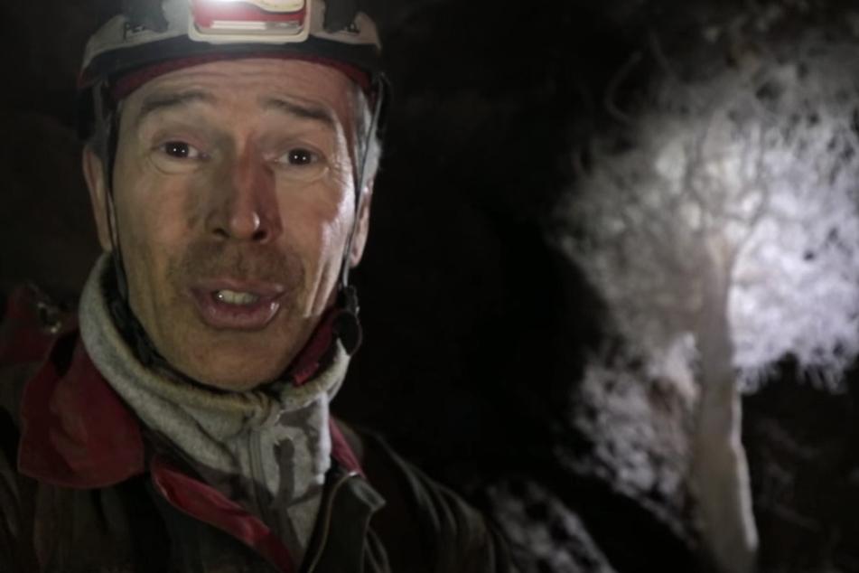 Journalist Dirk Steffens (53) durfte für die ZDF-Reihe TerraX in die Windloch-Höhle klettern.