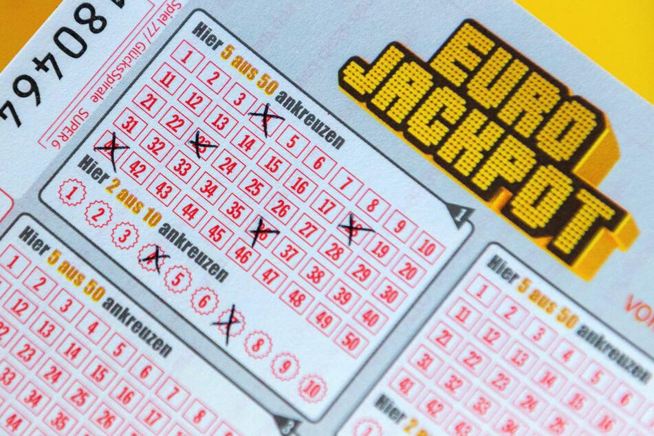 Seit dem 25. Juni wurde in Brandenburg ein Glückspilz gesucht, der 48 Millionen Euro im Lotto gewonnen hat. Jetzt hat sich eine zweifache Mutter gemeldet. (Symbolfoto)