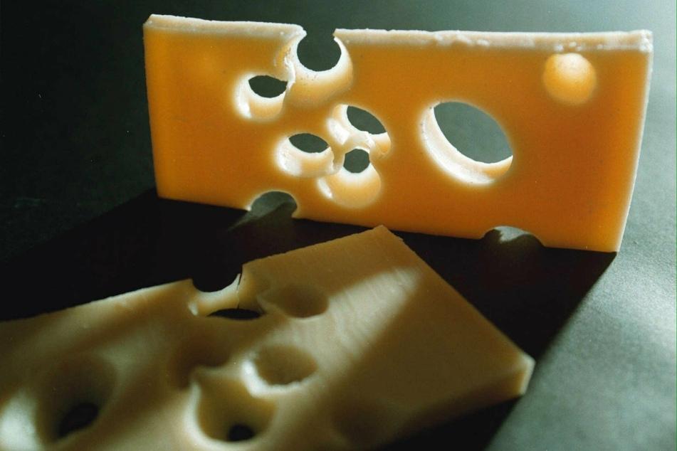 Mehrere Menschen haben verseuchten Schweizer Käse gegessen. (Symbolbild)