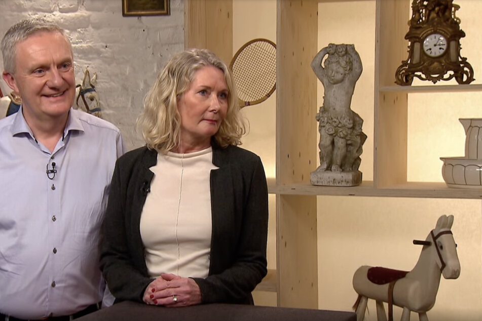 Die Eheleute Uwe und Martina Füchter sind froh, dass Vater Füchter den Armreif einst kaufte.