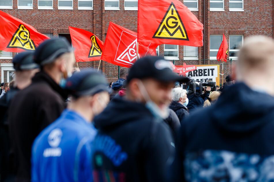 Vor einer Woche hatten mehr als 10.000 Beschäftigte an einem knapp eintägigen Warnstreik gegen die Pläne des Managements teilgenommen.