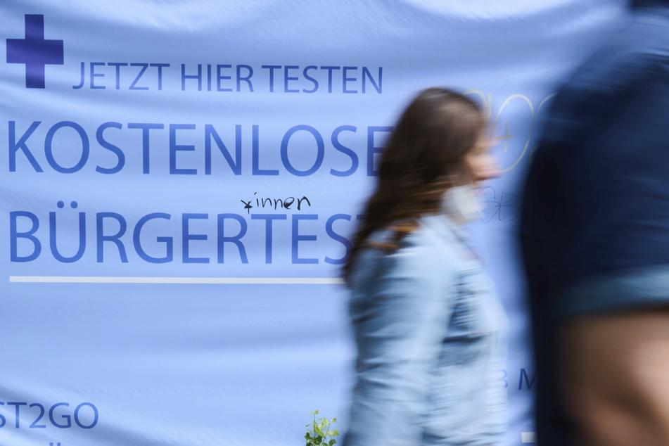 Noch gibt es an vielen Stellen kostenlose Bürgertests.