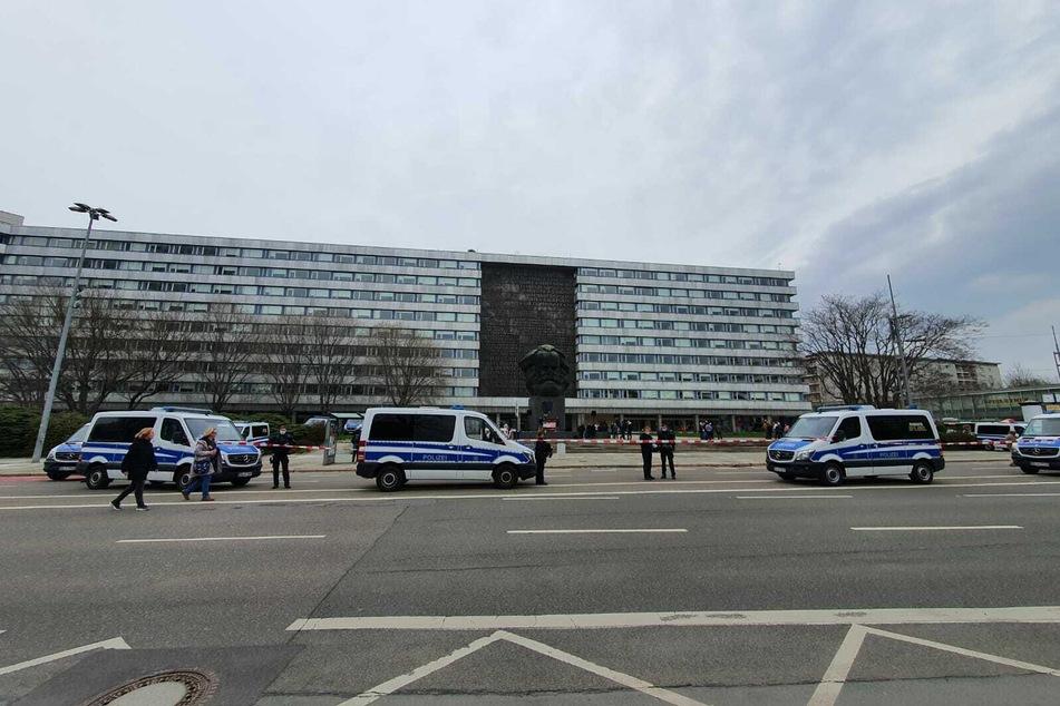 Die Versammlung in Chemnitz lief am Samstag weitestgehend friedlich ab.
