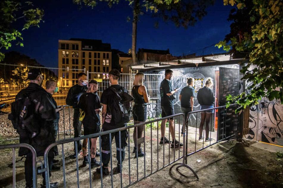 Im Leipziger Techno-Club Distillery fand am 12. Juni im Rahmen eines Modellprojekts die bundesweit erste wieder genehmigte Party in geschlossenen Räumlichkeiten statt.