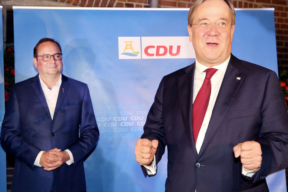 Der Essener CDU Oberbürgermeister Thomas Kufen (l.) freut mit dem Ministerpräsidenten des Lnades, Armin Laschet.