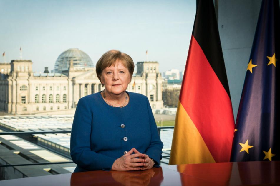 Bundeskanzlerin Angela Merkel (CDU), aufgenommen bei der Aufzeichnung einer Fernsehansprache im Bundeskanzleramt zum Verlauf der Corona-Pandemie.
