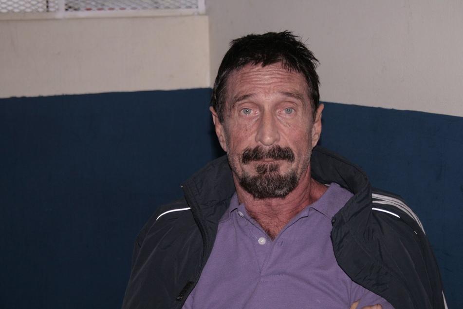 McAfee (†75) erfand zwar eine Anti-Viren-Software, war aber alles andere als ein verkopfter Informatiker: Wegen seinem ausschweifenden Leben wurde er mehrere Male festgenommen.