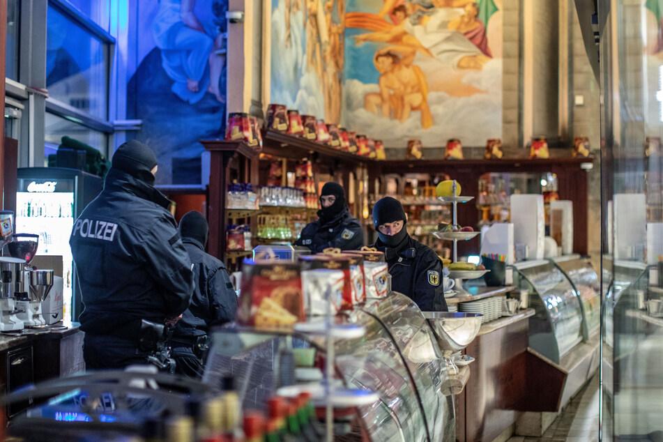 Ermittler in Deutschland, Italien, den Niederlanden und Belgien sind mit einer großangelegten Razzia gegen Mitglieder der Mafiaorganisation 'Ndrangheta vorgegangen.
