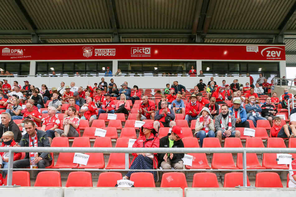 Aufgrund der Allgemeinverfügung des Landkreises Zwickau sind für die FSV Zwickau-Heimspiele in der GGZ-Arena derzeit nur 500 Zuschauer zugelassen. (Archivbild)