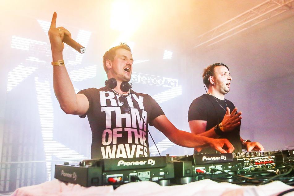 Ric Einenkel (l., 41) und Sebastian Seidel (37) bilden zusammen das DJ-Duo Stereoact. (Archivbild)