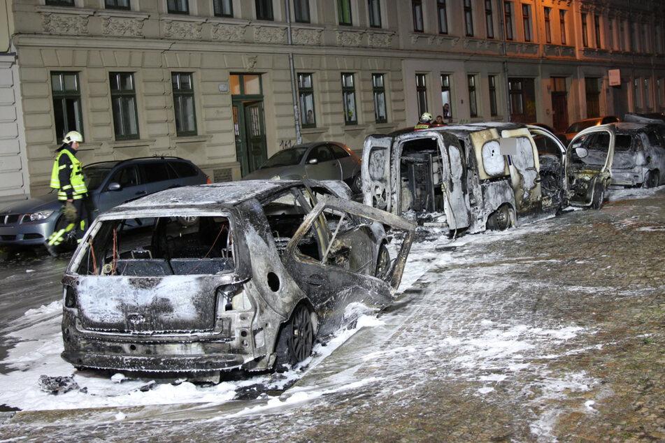 Gleich fünf Autos wurden in Mitleidenschaft gezogen, drei davon mit Totalschaden.