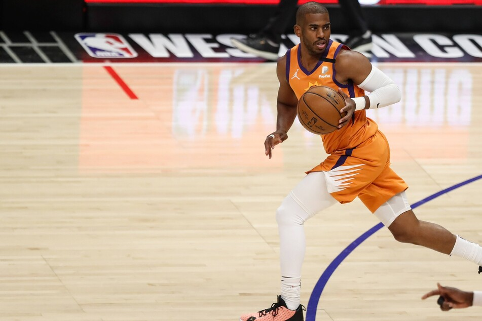 NBA Finals: The Suns stay hot long enough to hold off a comeback from the Bucks in Game 1