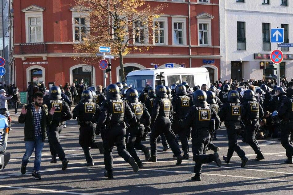 Die Polizei wirkte am Demo-Samstag in Leipzig größtenteils überfordert.