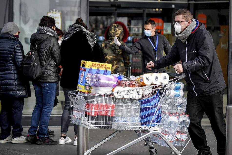 Volle Einkaufswägen gibt es nun seltener zu sehen.
