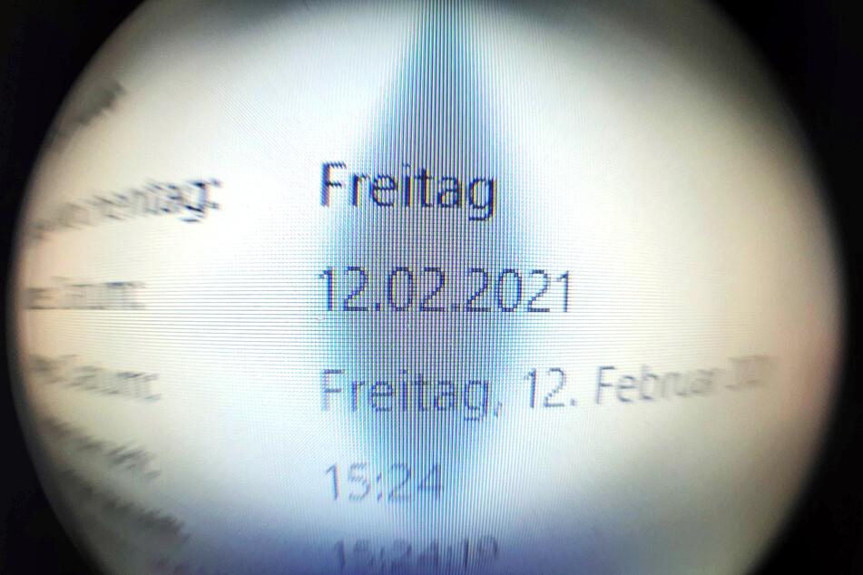 Der zweite Freitag im Februar ist ein kalendarisches Palindrom. Man kann das Datum horizontal drehen, wie man will - die Zahlenfolge liest sich immer gleich: 12.02.2021.