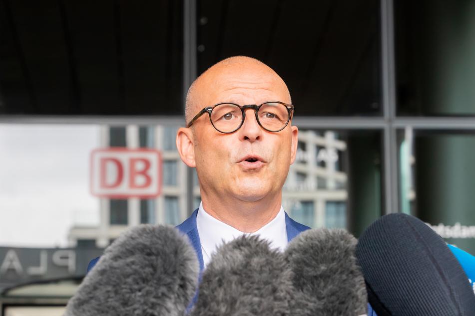 Bahn-Personalvorstand Martin Seiler (57) übt Kritik an der Lokführergewerkschaft GDL.