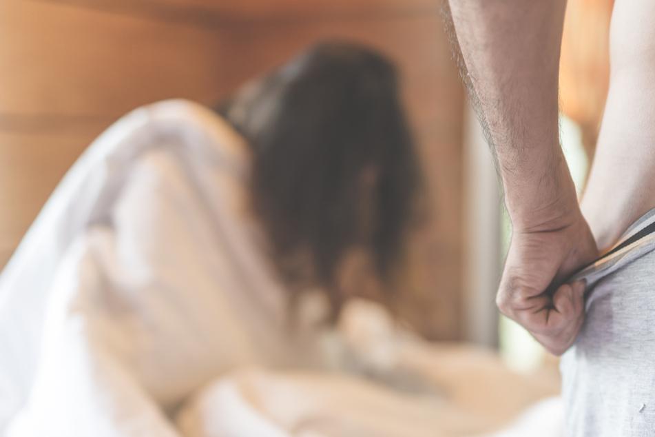 Der Vater kannte keine Gnade, vergewaltigte seine Tochter immer wieder (Symbolbild).