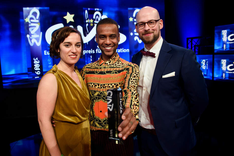 """Mirjam Wlodawer, Tarik Tesfu (m.), und Nicolas de Leval Jezierski, gewannen den CIVIS Medienpreis für ihr Webvideo Jäger & Sammler: Stadt. Land. Heimat."""""""