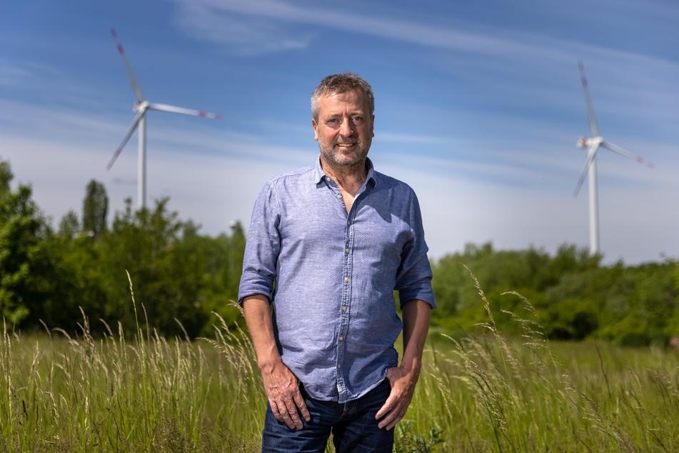 Drei Windräder zum Preis von 15 Millionen Euro hat Steffen Flämig (55) im Mülsener Gewerbegebiet Lippoldsruh gebaut.