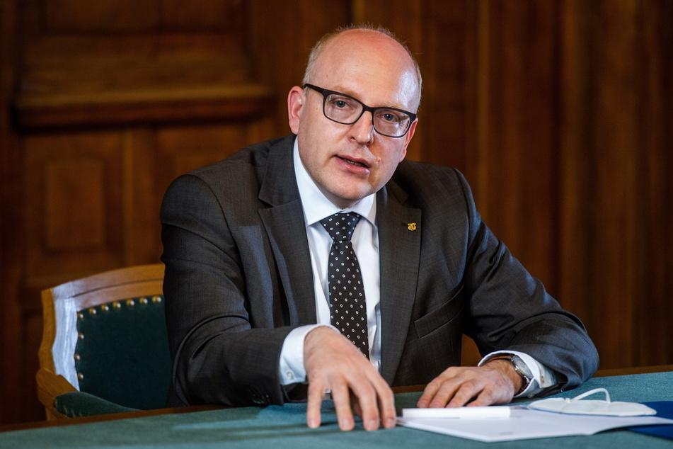 Oberbürgermeister Sven Schulze (49, SPD) will mit dem Freistaat über Investitionen am Klinikum Chemnitz verhandeln.