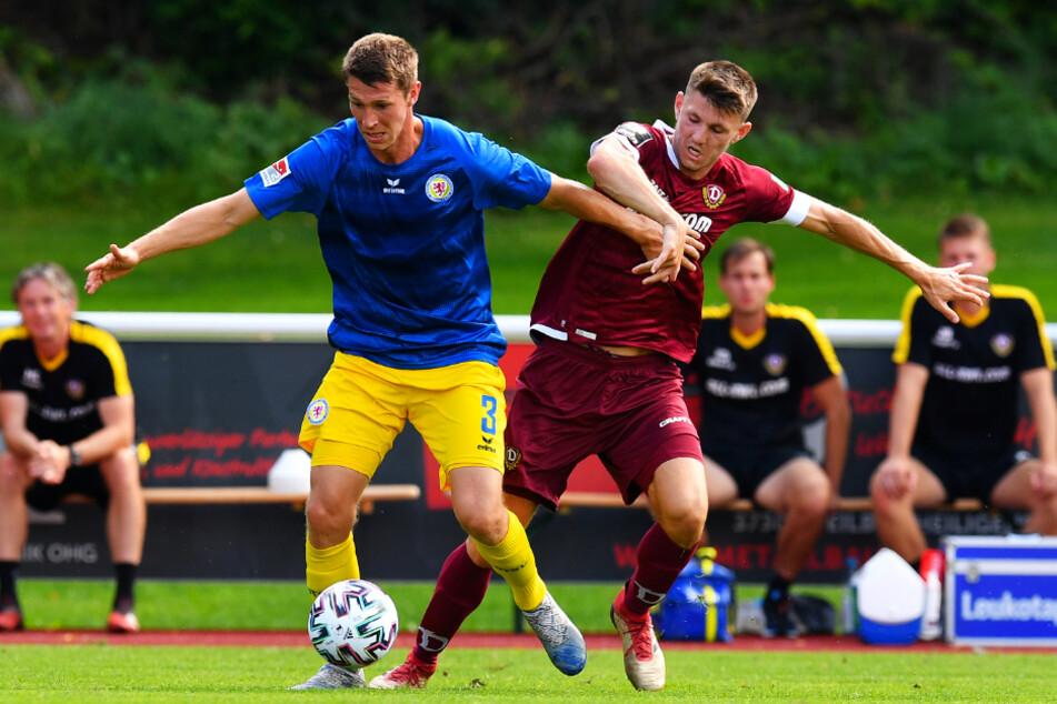 Robin Becker (r.) im Duell mit seinem ehemaligen Teamkollegen Lasse Schlüter.