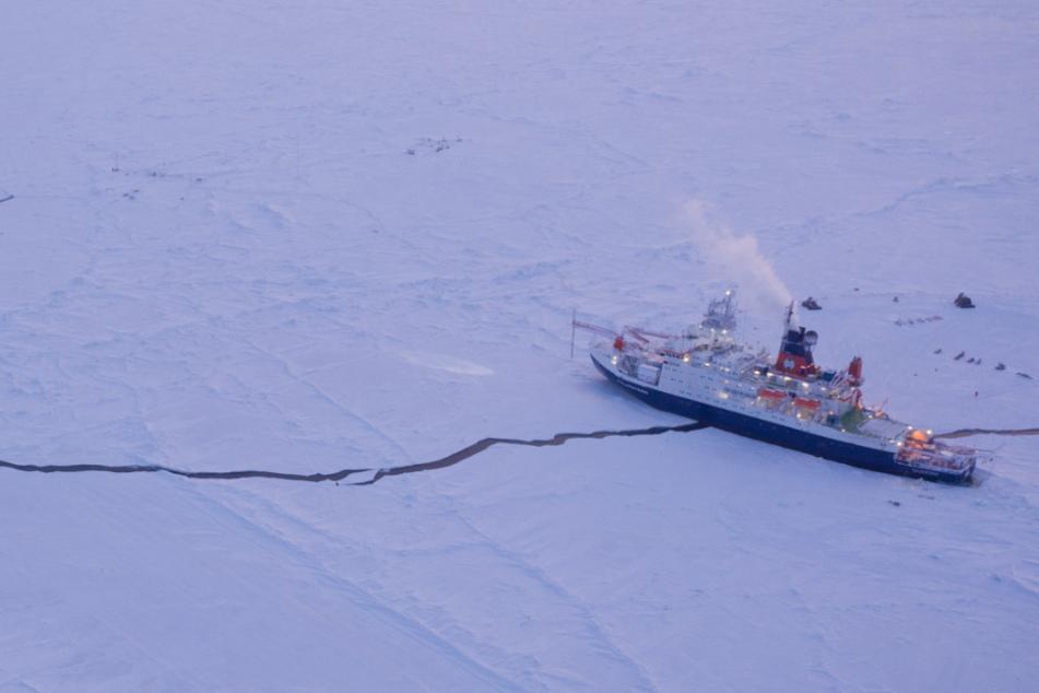 """Wegen Corona: Sondereinsatz für """"Polarstern""""-Crew in der Arktis"""