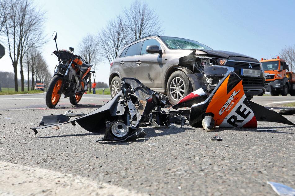 Heftiger Crash sorgt für Vollsperrung: Biker im Krankenhaus