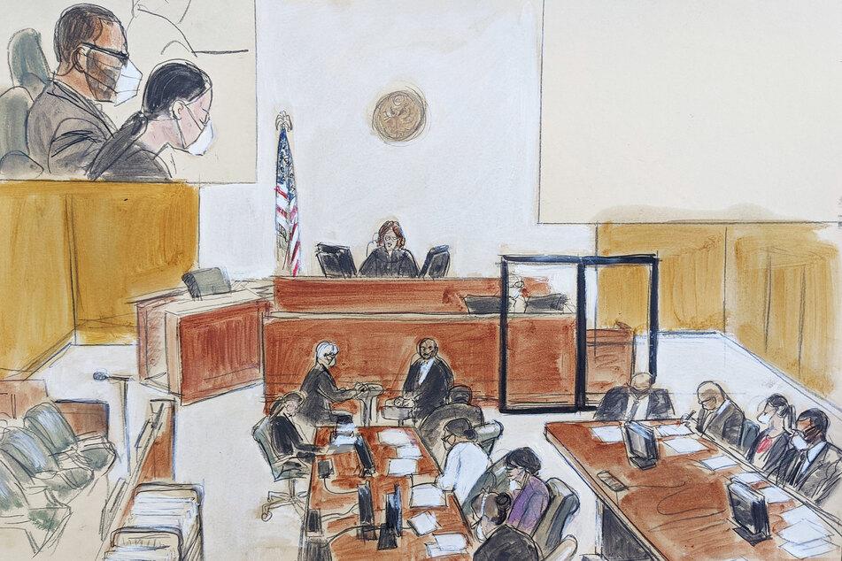 Diese Gerichtsskizze zeigt, wie Richterin Ann Donnelly die Anweisungen an die Geschworenen im Prozess gegen R. Kelly verliest.