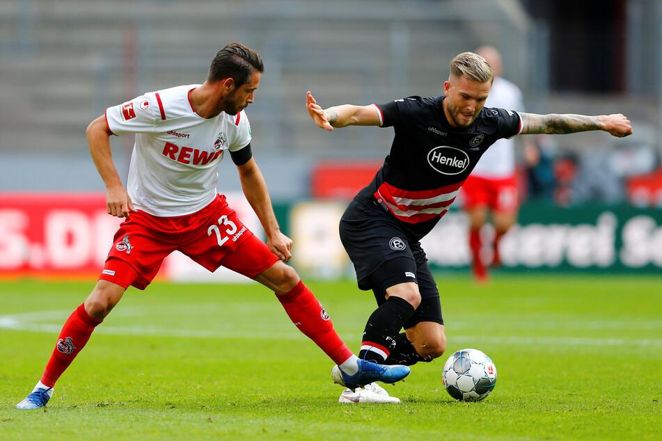Kölns Mark Uth (l.) in Aktion gegen Dusseldorfs Andre Hoffmann.
