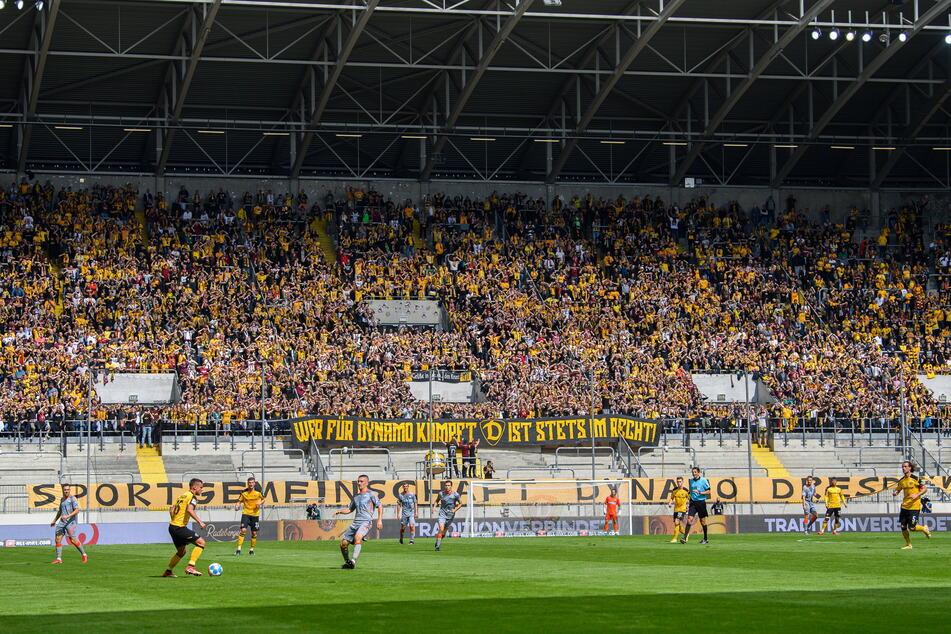 Gegen Paderborn füllten die erlaubten 16.000 Zuschauer das Harbig-Stadion zumindest zur Hälfte.
