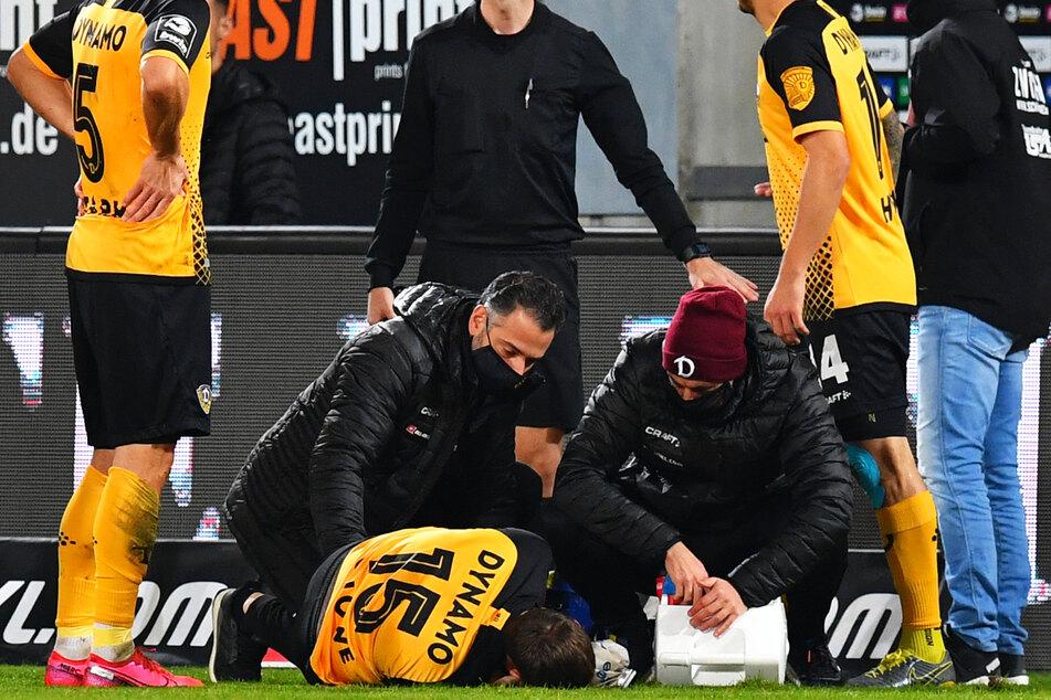Der Schreckmoment am 20. Oktober gegen den FSV Zwickau: Dynamos Linksverteidiger Chris Löwe (31) liegt vor Schmerzen schreiend am Boden.