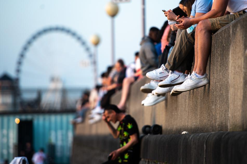 32-Jähriger stürzt ab: Aufwendige Rettung an Düsseldorfer Rheinpromenade