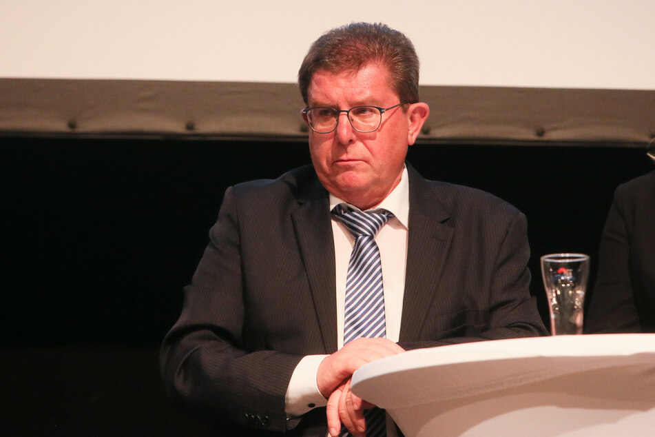 Der stellvertretende CFC-Vorstandsvorsitzende Siegfried Rümmler erklärt, dass diese Leute deutlich vom Verein abgegrenzt werden sollen.