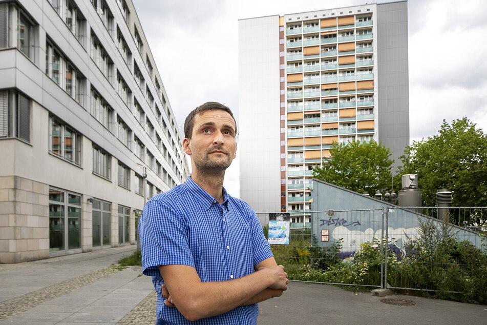 """Stadtbezirksbeirat Lutz Hoffmann (37) am künftigen """"Grünen Bogen""""."""