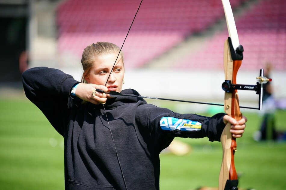 Ob Bogenschießen oder Fechten: Auch Schauspielerin Luna Schweiger (24) tritt bei den Sommerspielen an.