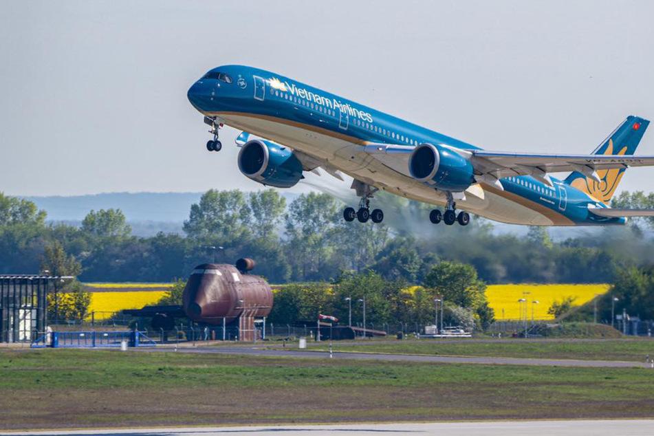 Ungewöhnlicher Gast: Vietnamesisches Flugzeug landet am Flughafen Halle/Leipzig