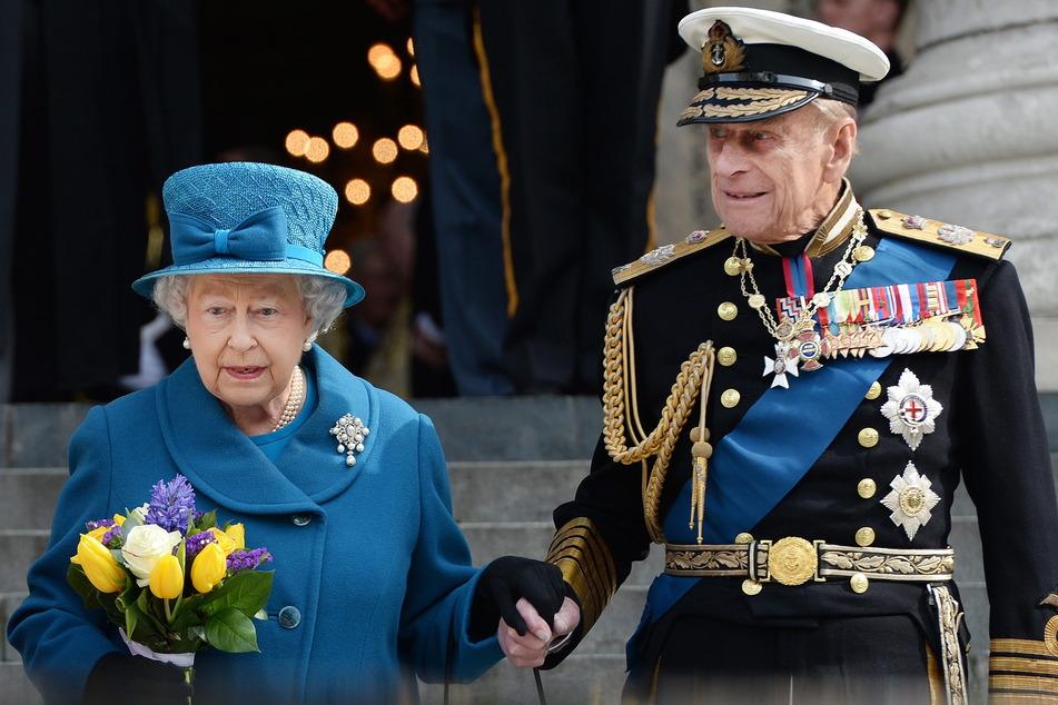 Die britische Königin Elizabeth II. (94) und ihr Ehemann Prinz Philip (99), Herzog von Edinburgh.