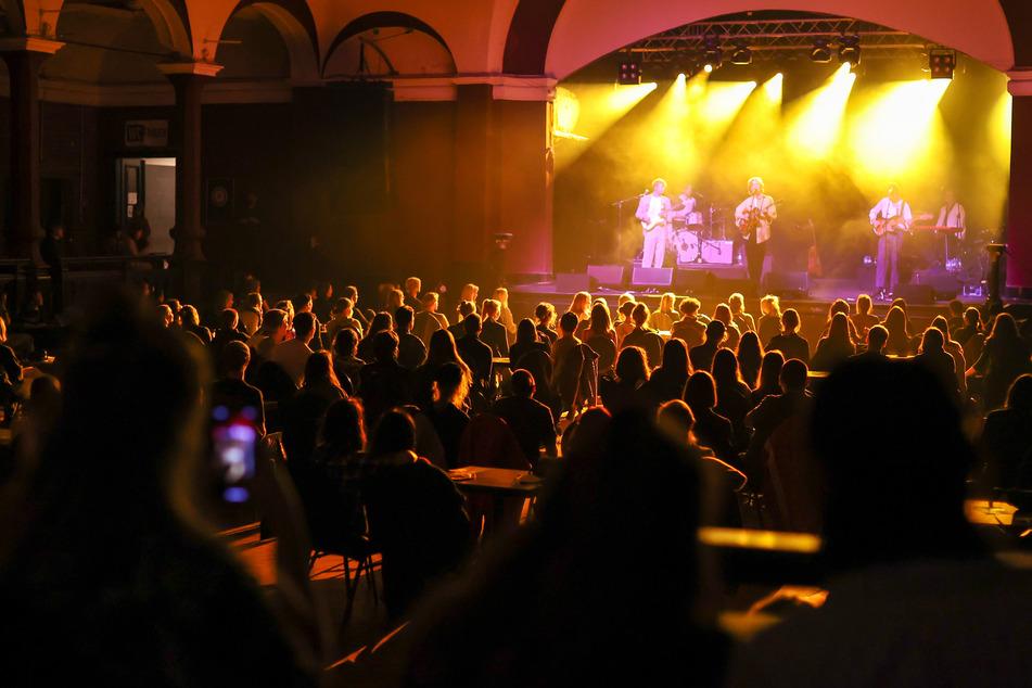 Auch in Musikclubs und Diskotheken darf wieder mit Test, aber ohne Maske getanzt und gefeiert werden.
