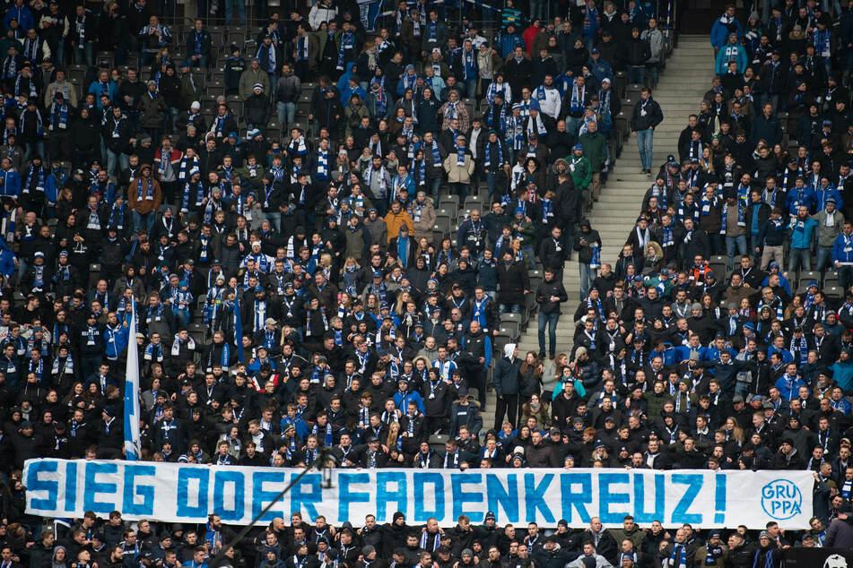 Auf volle Stadien wie hier bei Hertha BSC muss der deutsche Fußball noch lange warten.