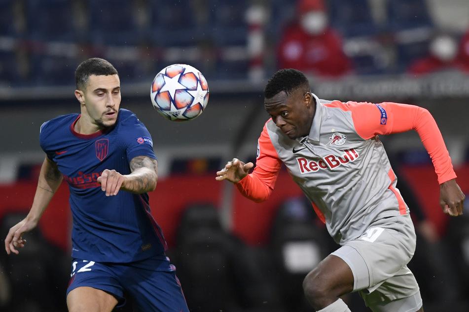 Offenbar im Visier von RB: Der Salzburger Patson Daka (22, r.) hier im Duell mit Mario Hermoso (25) von Atletico Madrid.