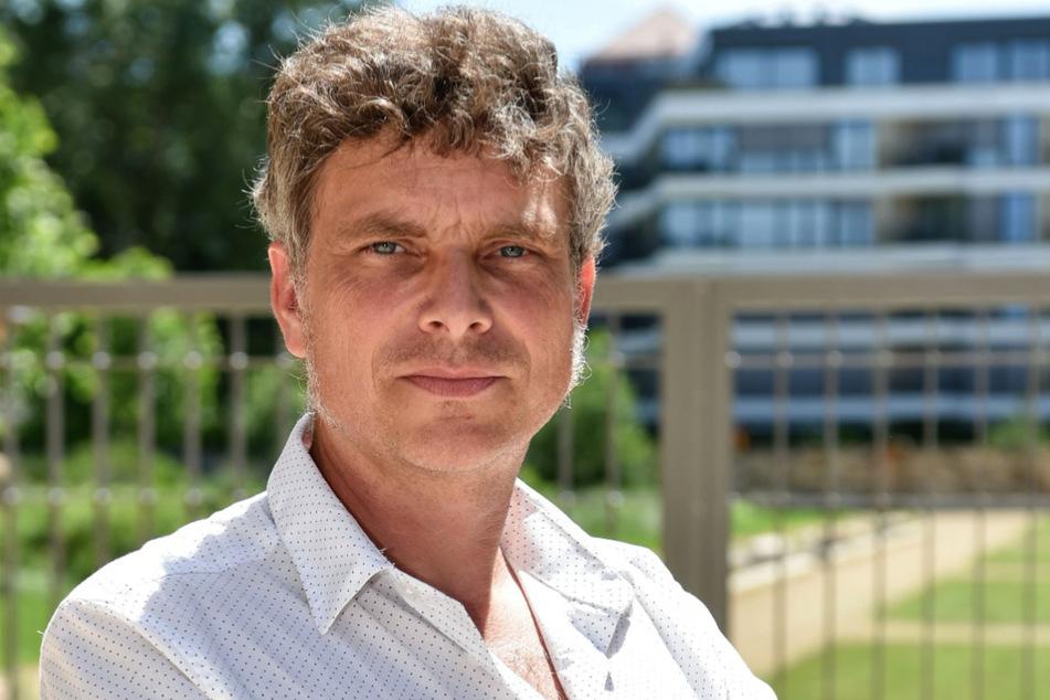 Grünen-Stadtrat Thomas Löser (49) fordert ein Tempolimit auf der Augustusbrücke.