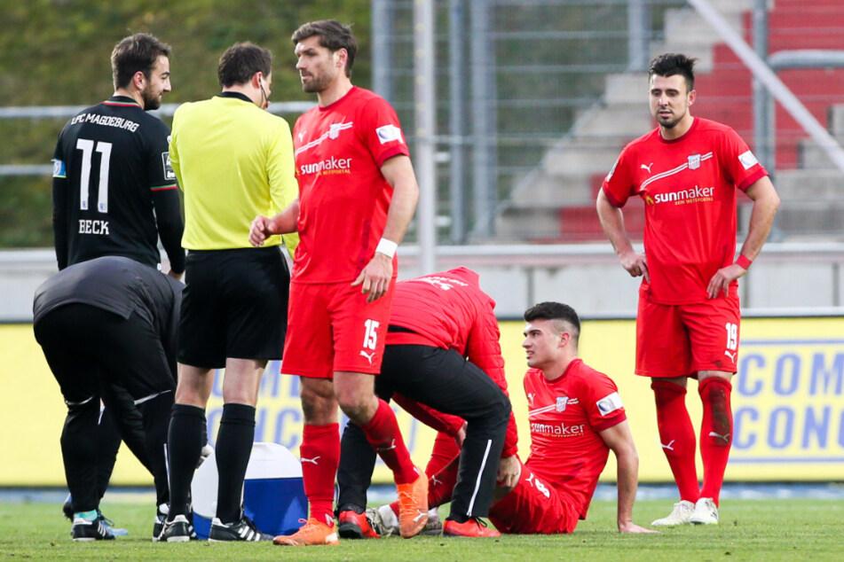 Das hohe Spielpensum macht anfälliger für Verletzungen - wie hier bei Jozo Stanic, der bei beim 0:1 gegen den 1. FC Magdeburg behandelt werden musste.