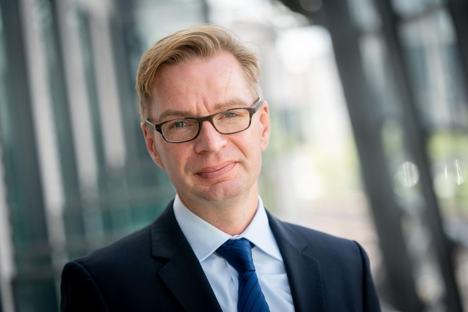 Reiner Holznagel (44), Präsident des Bundes der Steuerzahler kritisiert Gebührenschraube. (Archivfoto)