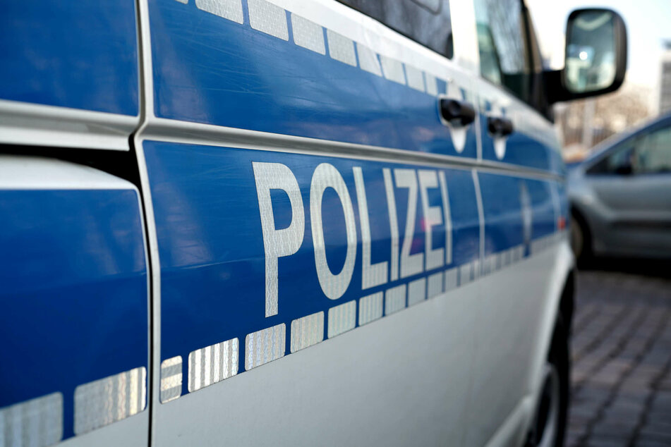 Die Polizei in Neuss hat am Dienstag zwei Brüder in Gewahrsam genommen, die Beamte mit Tritten und Schlägen verletzt hatten. (Symbolbild)
