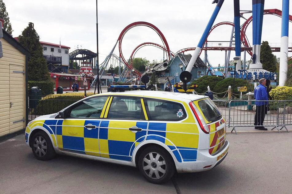 Ein Polizeifahrzeug steht nach einem tödlichen Unfall im Mai 2017 im Drayton Manor Theme Park.