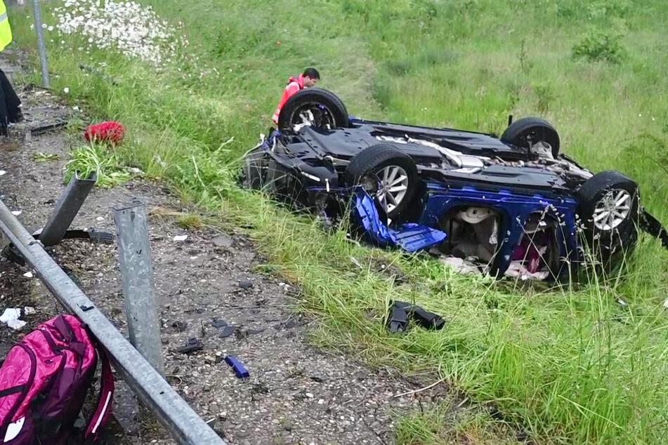 Schwerer Unfall auf der A8 bei Burgau in Bayern: Eine Familie ist bei schlechtem Wetter verunglückt. Alle Insassen des Wagens wurden verletzt.